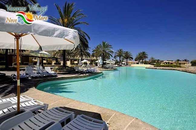 La piscina del Villaggio Argonauti Club Resort.