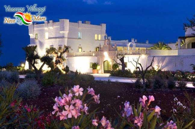 Il Borgobianco Resort di notte.