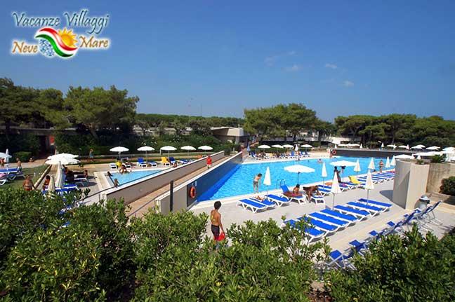La piscina del Voi Alimini Resort