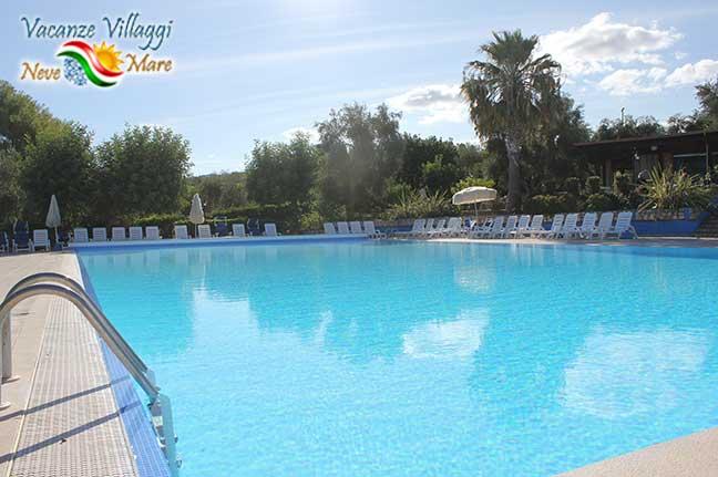 La piscina del Villaggio Uliveto