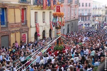 I Candelieri di Sassari, una delle feste più emozionanti in Sardegna, tra folklore e spiritualità.